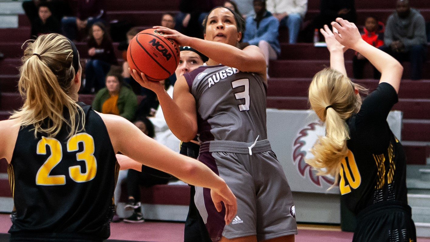 Tamira McLemore drives for a layup during a 2018-19 Augsburg women's basketball game.